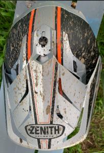 YAMAHA ZENITH YX-6 頭頂部の調節ネジ